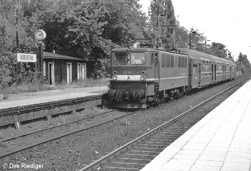Bild: abfahrbereiter Zug Richtung Nauen