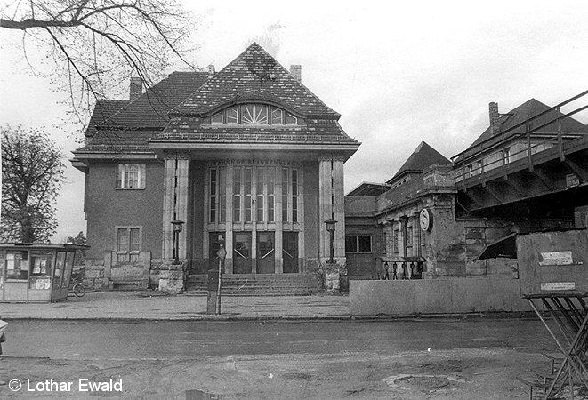 Bild: Empfanggebäude 1985