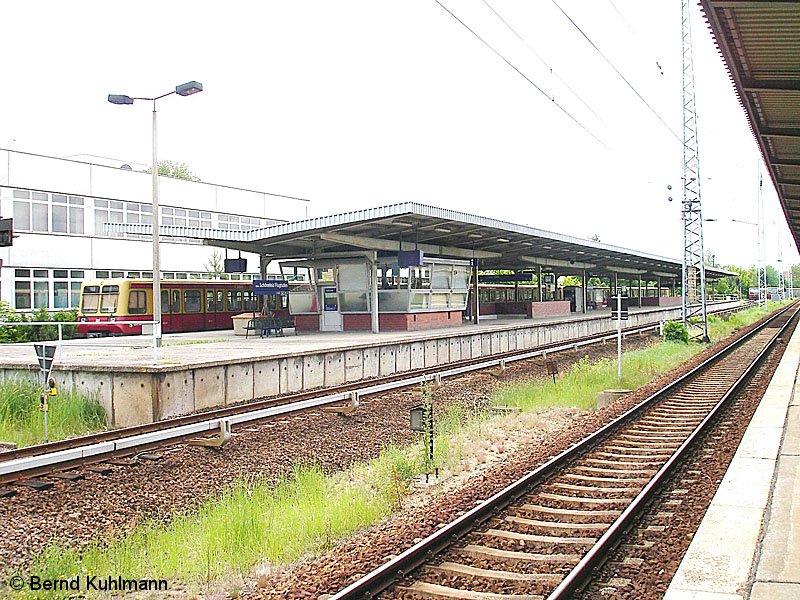 Bild: Zug am Bahnsteig 2009