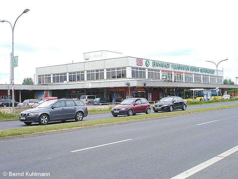 Bild: Empfangsgebäude 2009