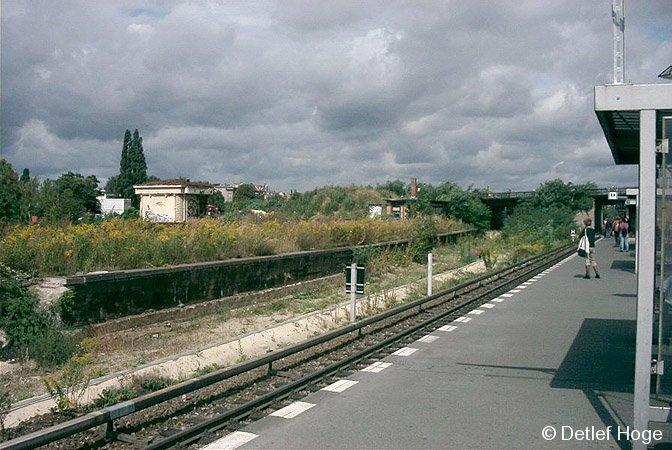 Bild: Vorortbahnsteig