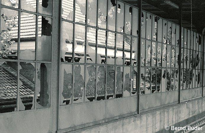 Bild: zerstörte Scheiben