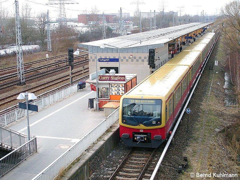 Bild einfahrender Zug von Friedrichsfelde Ost kommend