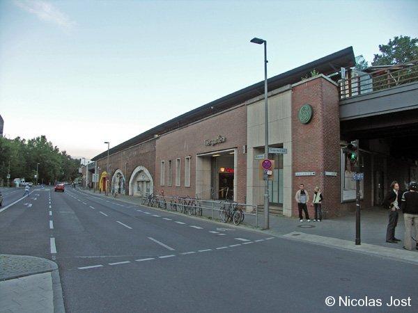 Bild: Ansicht von der Straßenkreuzung Straße des 17. Juni/Bachstraße