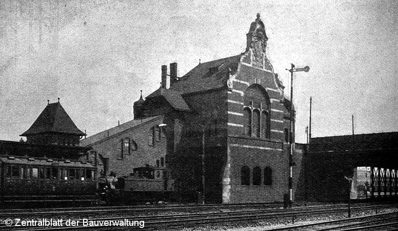 Bild: erstes Empfangsgebäude im Jahre 1909
