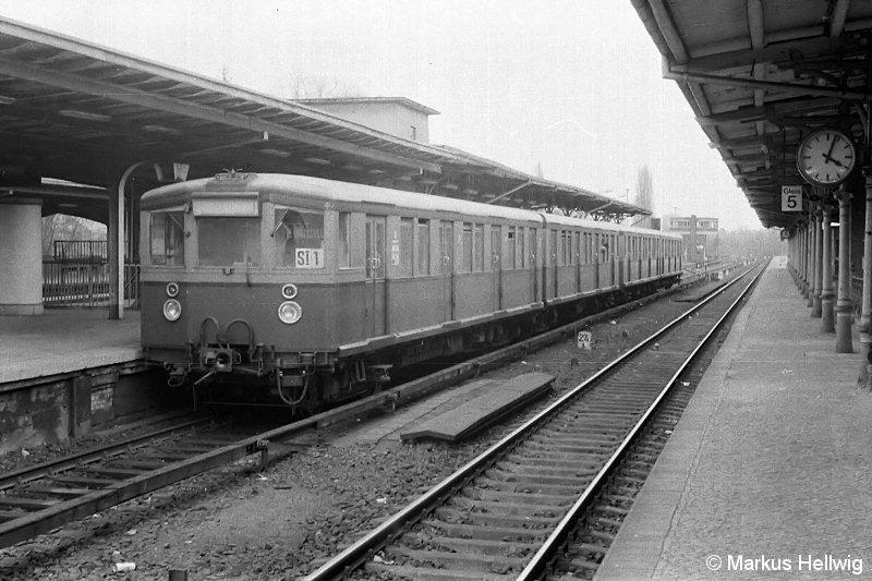Bild: im Bahnhof Wannsee