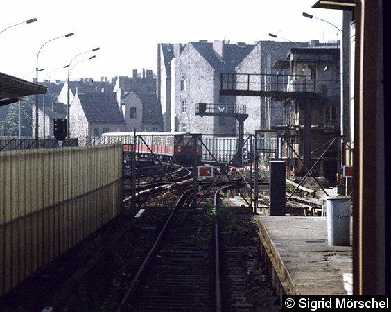Bild: ausfahrender Zug in Richtung Lehrter Stadtbahnhof