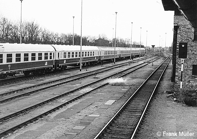 Bild: abgestellter Militärzug im Güterbahnhof Grunewald
