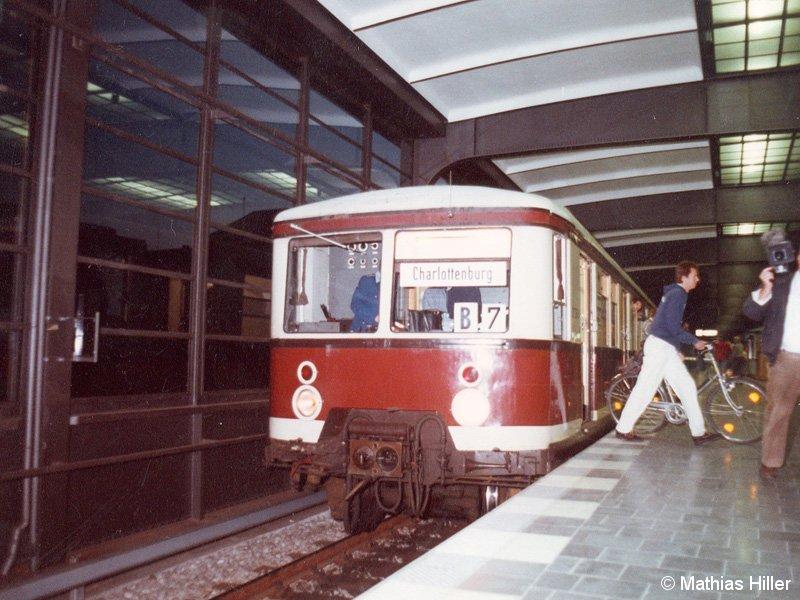 Bild: Ankunft erster Zug in Zoologischer Garten
