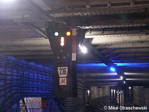 Signalbegriff Sv2 mit Bremspfeil am  ehemaligen Einfahrsignal des Bahnhofes Potsdamer Platz (von Anhalter Bhf kommend)