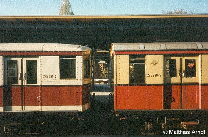 Farbvergleich: Links im Hauptstadtlack, rechts in den traditionellen Farben (11. November 1989).