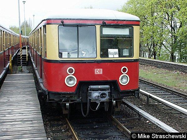 Reservezug Westkreuz (Res Wk) in der westlichen Kehranlage des Bahnhofes Charlottenburg (16. April 2002).